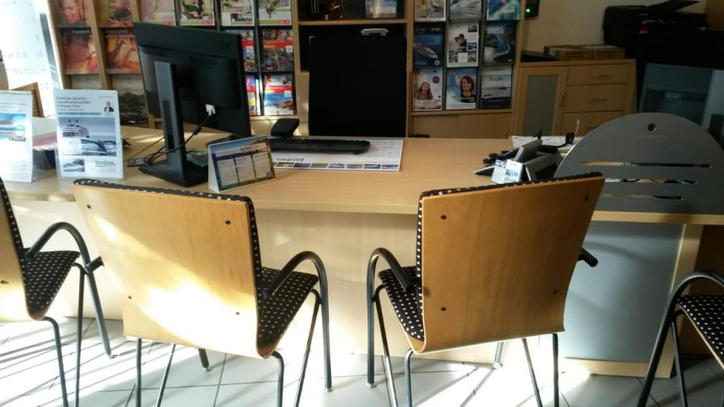 reiseb ros stadttouristik berlin spandau wegweiser aktuell. Black Bedroom Furniture Sets. Home Design Ideas